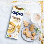 Rezeptbild_Alpro_09-20_Spiced_Latte_Weihnachtsplaetzchen_Produkt